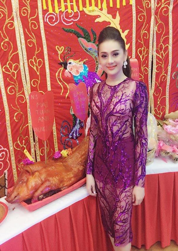 Mai Phương Thúy và sao Việt bị chê mặc phản cảm khi cúng Tổ nghề - Ảnh 5