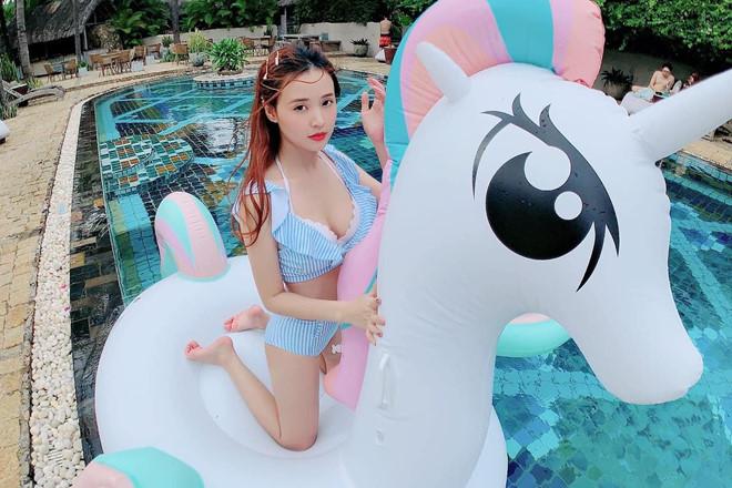 Midu, Hà Anh đăng ảnh diện bikini trong kỳ nghỉ lễ - Ảnh 3