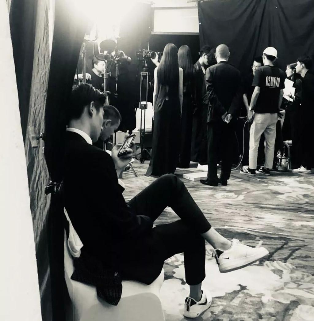 Nghệ sĩ Trung Quốc tranh vị trí, nói dối số đo ba vòng khi dự thảm đỏ - Ảnh 2