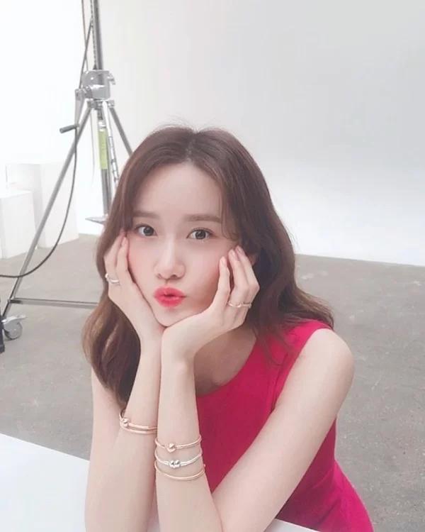 'Ngọc nữ xứ Hàn' Yoona tiết lộ 6 thói quen chăm chút cho làn da không tuổi - Ảnh 1