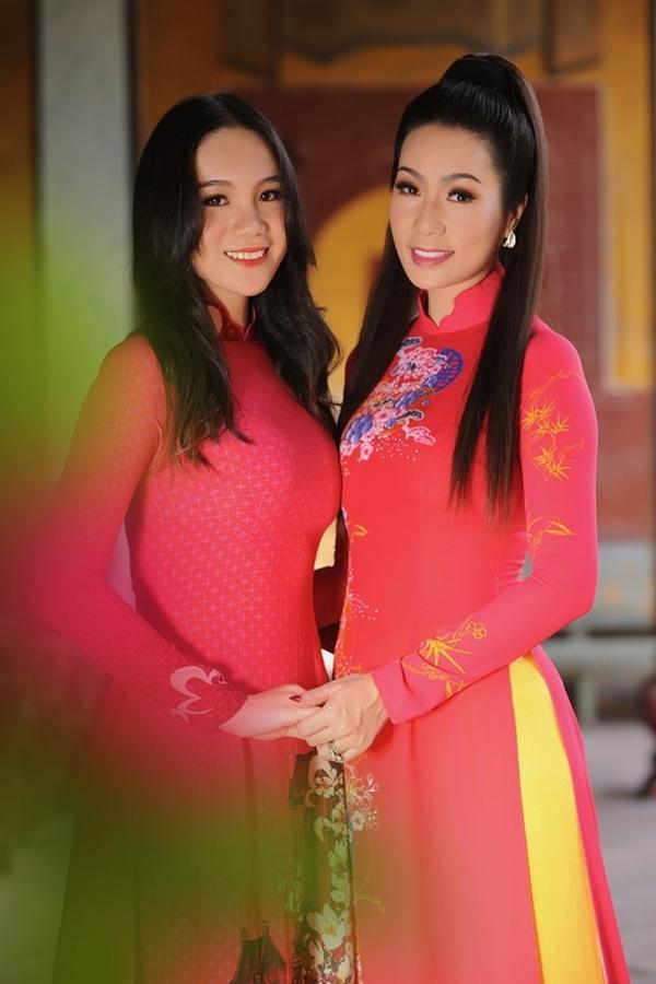 Nhan sắc các cô con gái tuổi teen, xinh như mỹ nhân của sao Việt - Ảnh 1