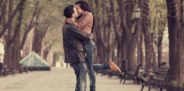 Trong tình yêu sự ngưỡng mộ điều khiến bạn tự hào về người ấy