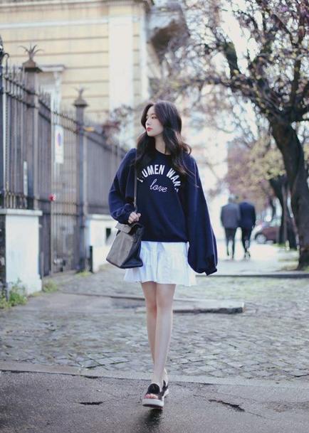 Phối áo len, áo nỉ cho ngày mưa - Ảnh 2