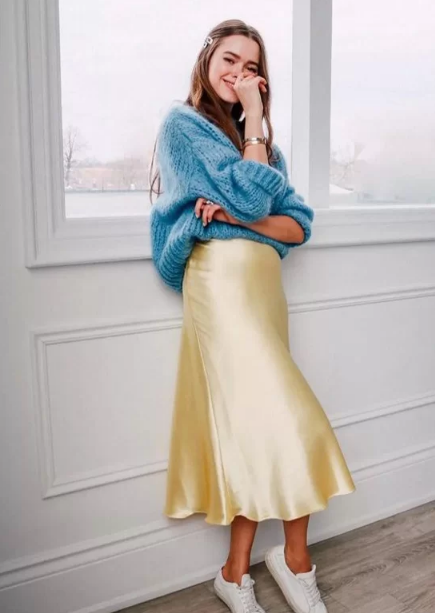 Phối áo len cùng váy lụa - Ảnh 4