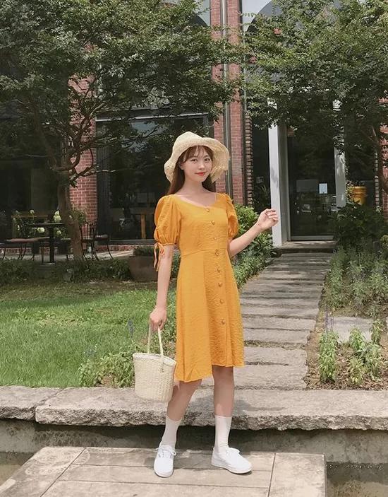 Phối đồ dạo phố với các kiểu váy không kén dáng - Ảnh 5
