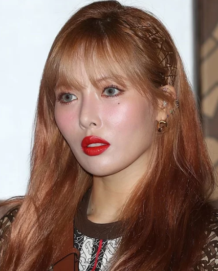 Sao Hàn người được khen, kẻ bị chê khi theo mốt makeup da căng bóng - Ảnh 4