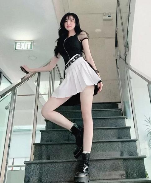 Sao Việt chọn váy ngắn tôn chân thon - Ảnh 1