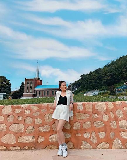 Sao Việt chọn váy ngắn tôn chân thon - Ảnh 10