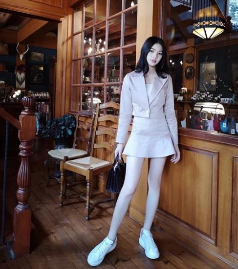 Sao Việt chọn váy ngắn tôn chân thon - Ảnh 6