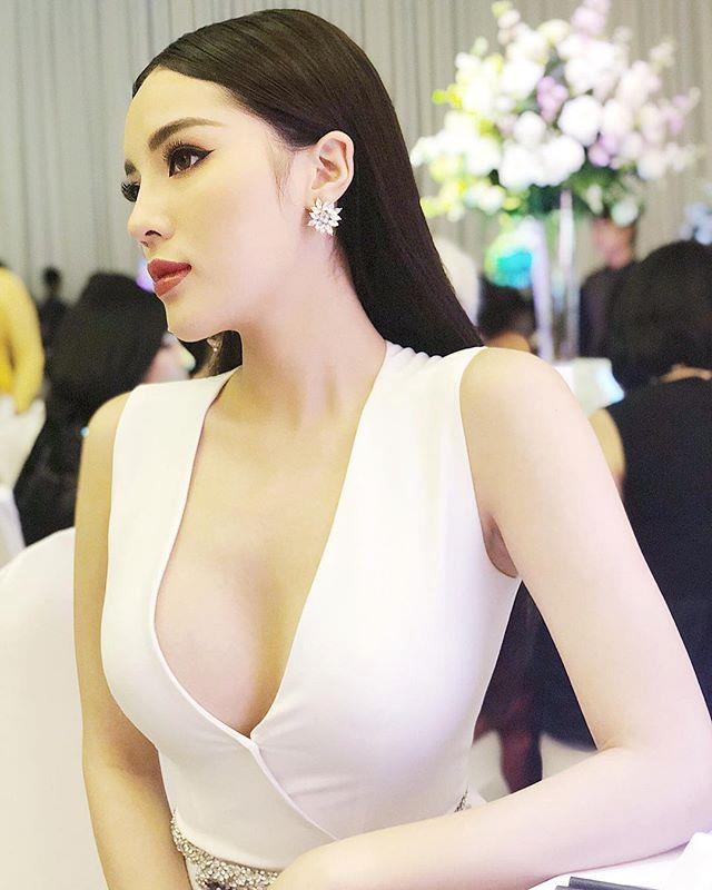 Sở thích diện váy áo xẻ sâu tôn vòng một của Kỳ Duyên - Ảnh 6