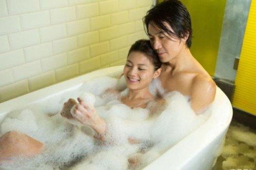 Không lạm dụng xà phòng và nước làm thay thế chất bôi trơn