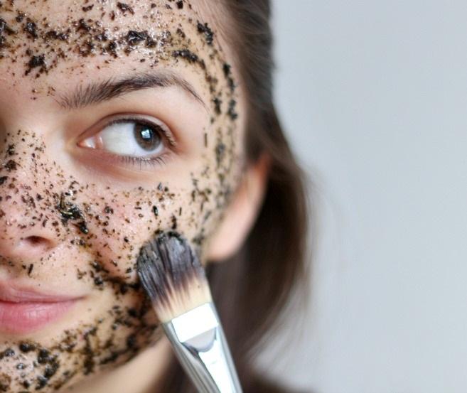 Trị mụn thâm, tàn nhang và nếp nhăn trên da với mặt nạ trà xanh