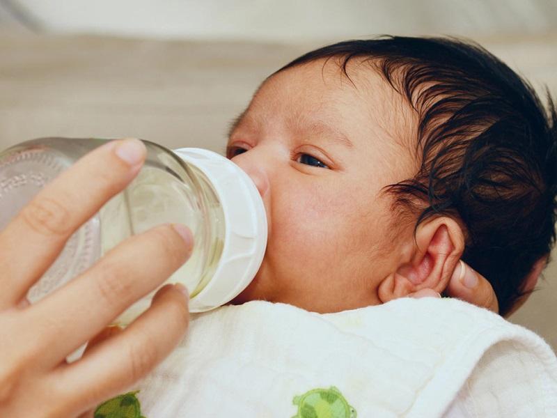 Trẻ sơ sinh bị táo bón: Cách điều trị giúp bé đỡ bệnh sau vài ngày - Ảnh 1