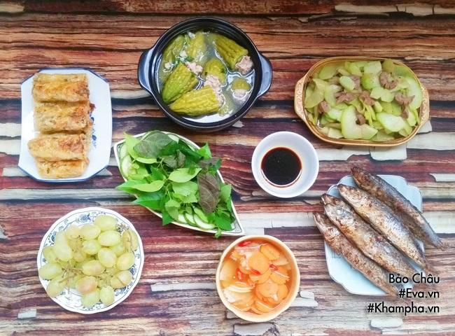 Bữa cơm chiều với nhiều món ăn ngon - Ảnh 1