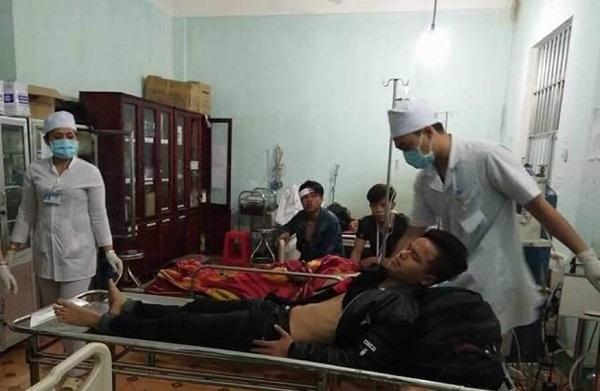 Kon Tum: Xe khách chở 20 người lật trên đèo Lò Xo, tài xế tử nạn - Ảnh 2