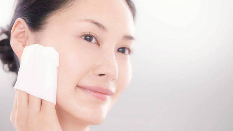 Nước tẩy trang, sản phẩm làm sạch da tiện dụng, dùng nhanh trong mọi trường hợp
