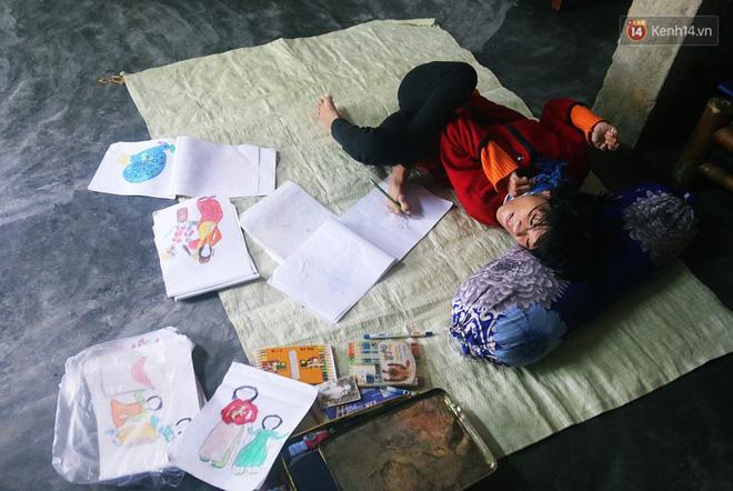 Cô gái khuyết tật ở Huế vẽ tranh bằng chân và lời nói dối đẫm nước mắt của người mẹ - Ảnh 1