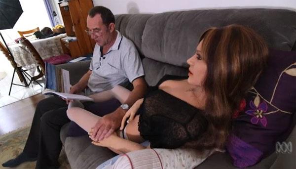 Sau 3 cuộc hôn nhân, tìm thấy tình yêu đích thực từ búp bê tình dục