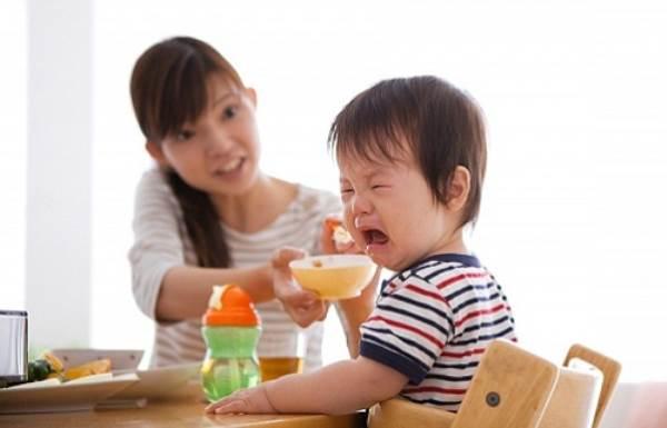 Ép ăn là cách dễ nhất mẹ khiến con kém thông minh, chậm chạp - Ảnh 1