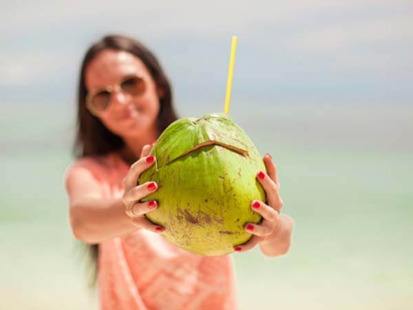 Tiết lộ thời điểm trong ngày uống nước dừa tốt nhất cho mẹ bầu - Ảnh 1