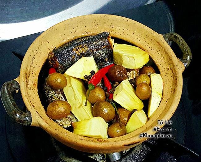 Cá kho hồng bì vừa lạ vừa thơm, ăn cực đưa cơm - Ảnh 2