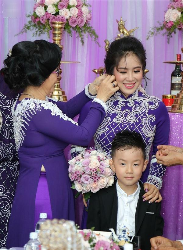 Đám cưới diễn viên Lê Phương: Phản ứng khó đỡ của cậu nhóc con riêng trong đám cưới của mẹ và cha dượng - Ảnh 5