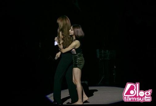 'Nấm lùn' Hòa Minzy đứng cạnh chân dài Angela Phương Trinh: Sốc với cách đối phó ăn gian chiều cao của tình cũ Công Phượng - Ảnh 9