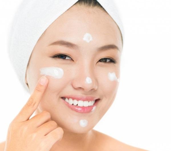 Dưỡng ẩm là bước không thể thiếu nếu muốn chăm sóc da đẹp