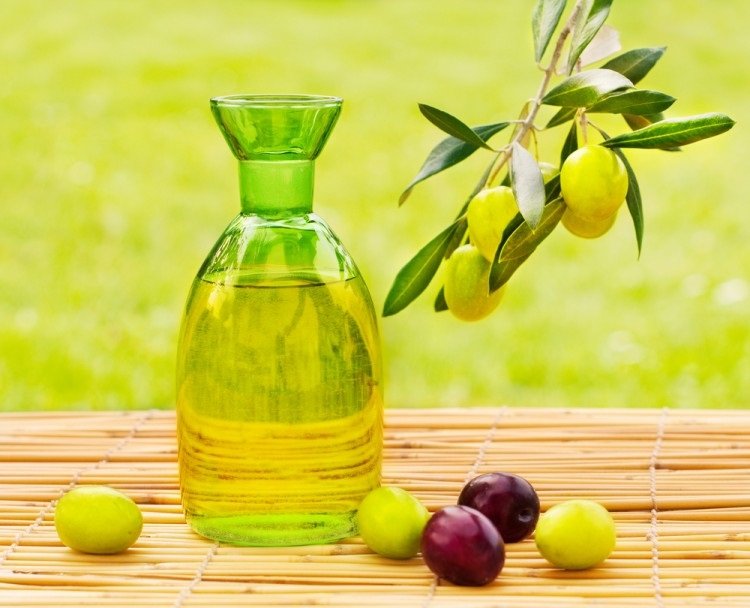 Làm đẹp da với dầu olive nguyên chất đơn giản