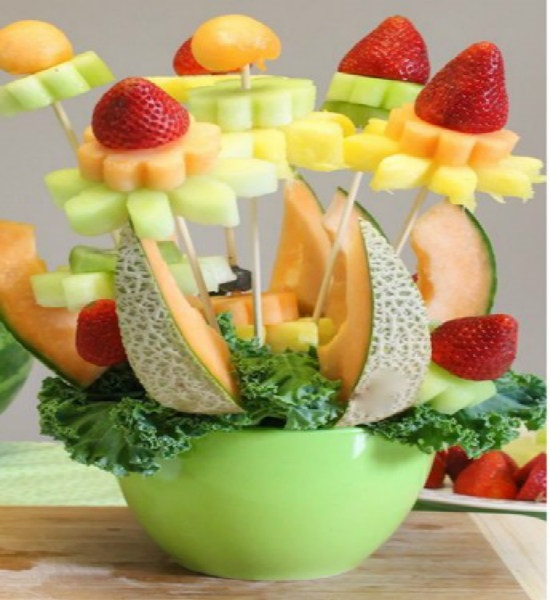 Cách bày giỏ hoa quả đơn giản