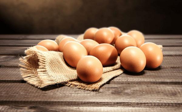 Cách chăm sóc da mặt bằng trứng gà và mật ong được rất nhiều chị em yêu thích