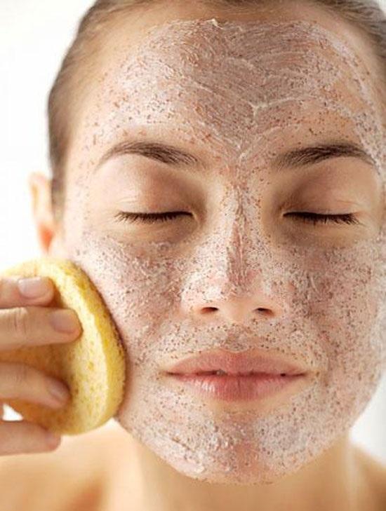 Tẩy da chết và dưỡng ẩm vừa làm sạch lại chăm sóc da mặt đẹp tự nhiên cho các mẹ sau sinh