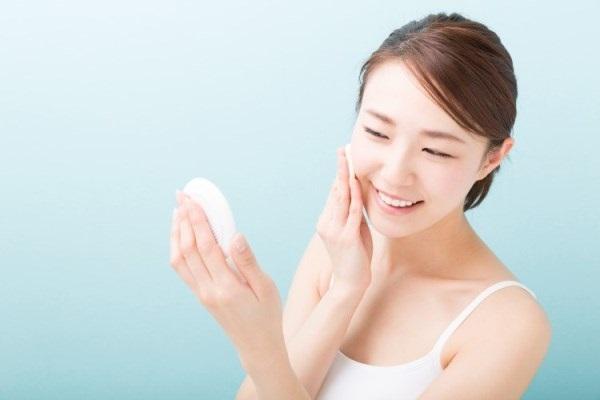 Tăng cường dưỡng ẩm là cách chăm sóc da mặt mùa hanh khô phải nhớ kỹ