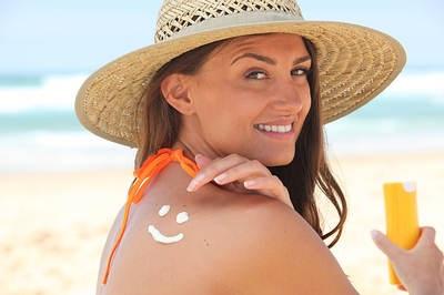 Muốn chăm sóc da nhạy cảm hiệu quả phải hạn chế tiếp xúc nắng mặt trời