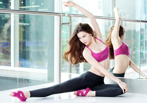 Tập yoga giúp tinh thần thư thái, chăm sóc da mặt sau trang điểm tự nhiên