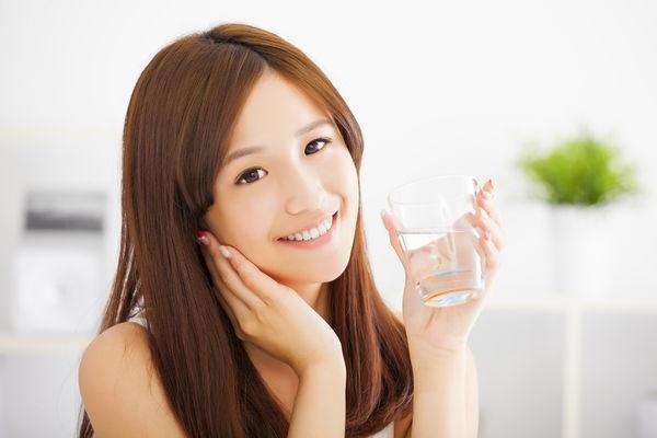 Giữ tinh thần thoải mái là cách chăm sóc da mặt yếu vô cùng quan trọng