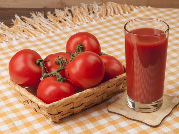 Chữa hôi nách bằng chanh tươi và cà chua