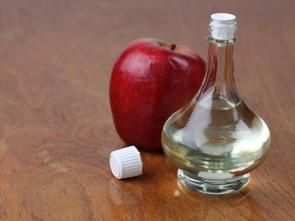 Chữa hôi nách bằng chanh và giấm táo