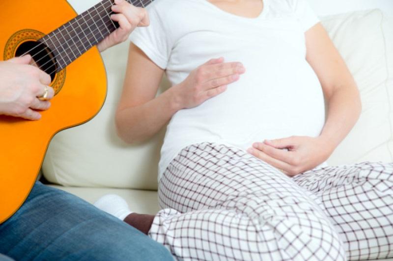 8 chiêu tuyệt đỉnh để trẻ thông minh ngay từ trong bụng mẹ - Ảnh 1