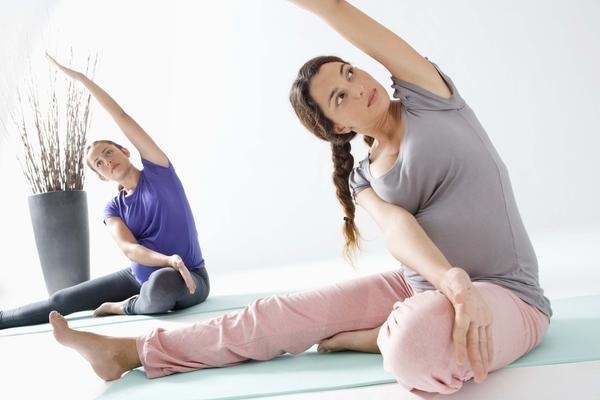 Tập yoga là cách giảm cân sau sinh tốt và an toàn nhất
