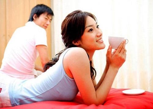 Học đàn bà khôn cách giữ chồng: Cách tốt nhất là … không giữ gì cả! - Ảnh 1