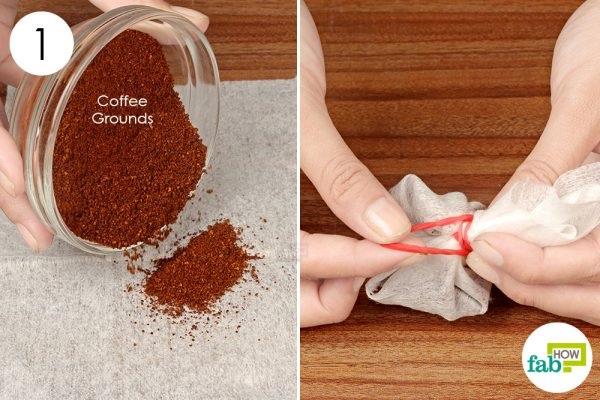 Đổ bột cà phê ra khăn giấy khô, gói lại là cách khử mùi thuốc lá trong phòng nhiều người áp dụng