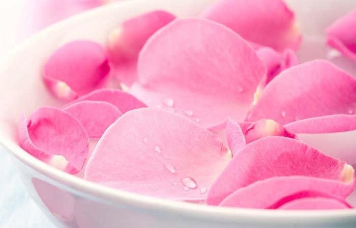 Phương pháp làm đẹp đôi mắt tự nhiên đơn giản bằng nước hoa hồng