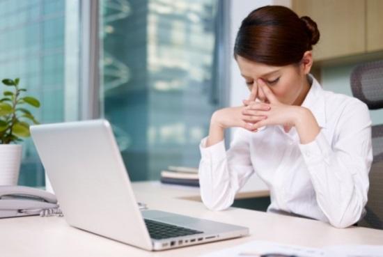 Nhớ 30 phút thì thư giãn mắt một lần khi làm việc trước mắt vi tính