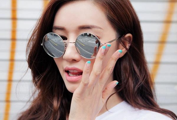 Mang kính tốt giúp giảm vết thâm nám, nhăn quanh mắt hiệu quả