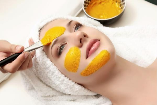 Cách làm đẹp da mặt sau sinh hiệu quả bằng tinh bột nghệ