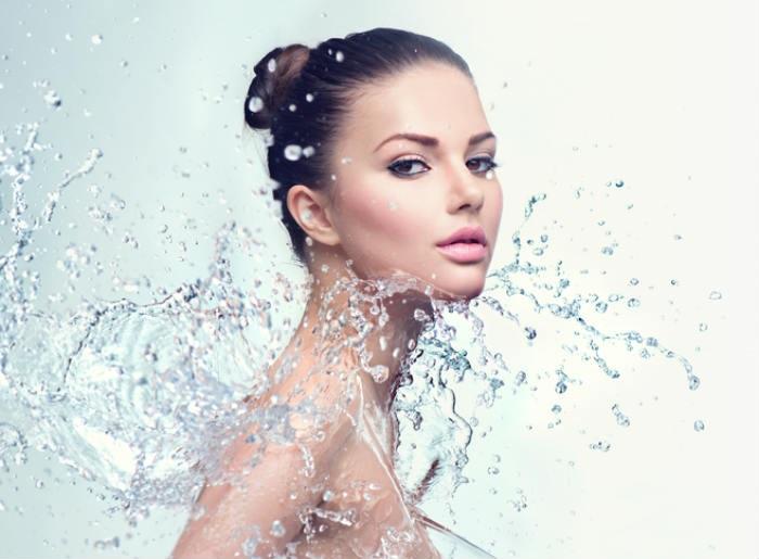 Tắm nước lạnh giúp vòng 1 săn chắc, khỏe mạnh hơn