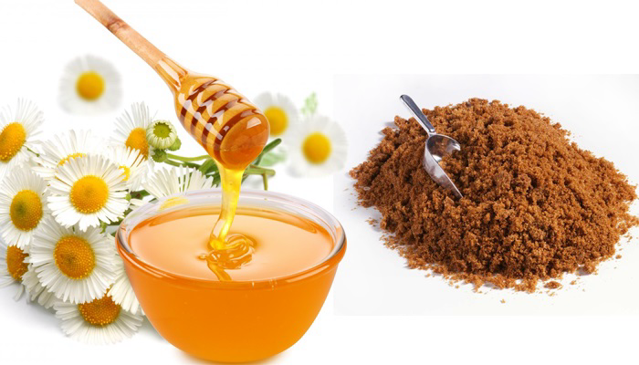 Làm hồng môi tại nhà với mật ong và đường nâu nhanh chóng