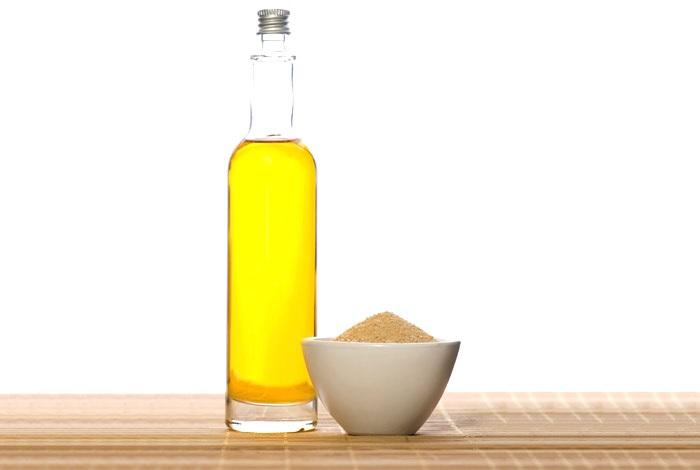 Cách làm hồng môi tự nhiên hiệu quả với dầu oliu và đường không thể bỏ qua