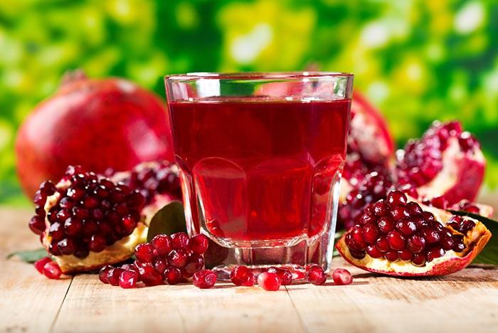Nước ép lựu dưỡng môi hồng tự nhiên vô cùng hiệu quả